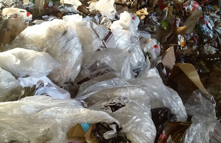 Plastic shopping bags at MRF are a souce on non-reyclable contamination.